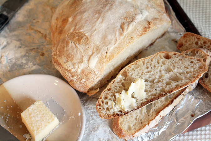 Sourdough yeast starter and boule | heoyeahyum.com