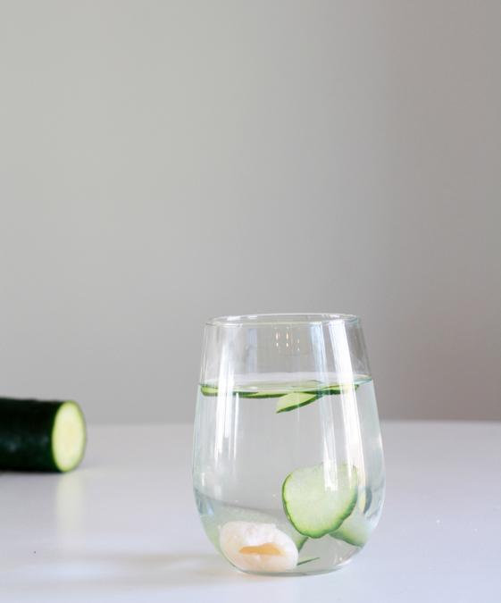 Cucumber lychee sake spritzer | heoyeahyum.com